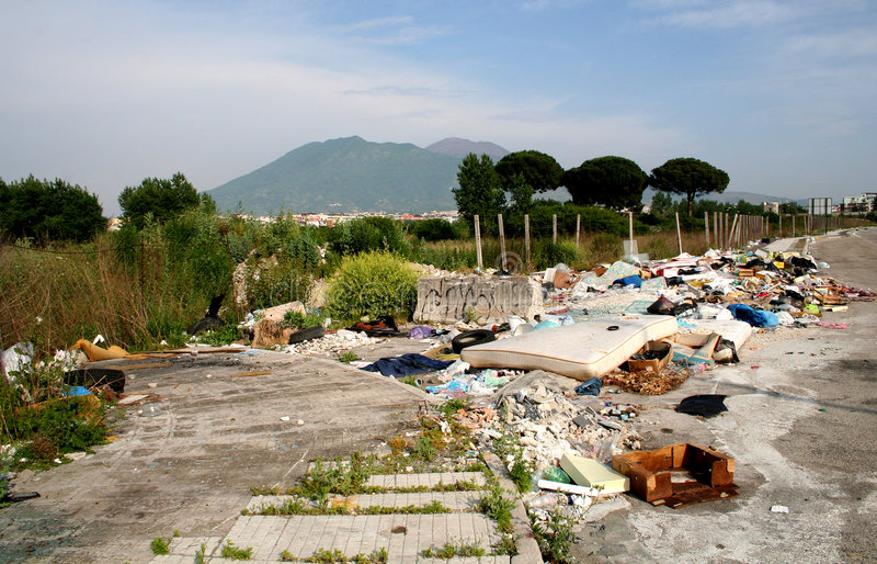 Crisis de los desperdicios en Napoli Italia imagenes de archivo