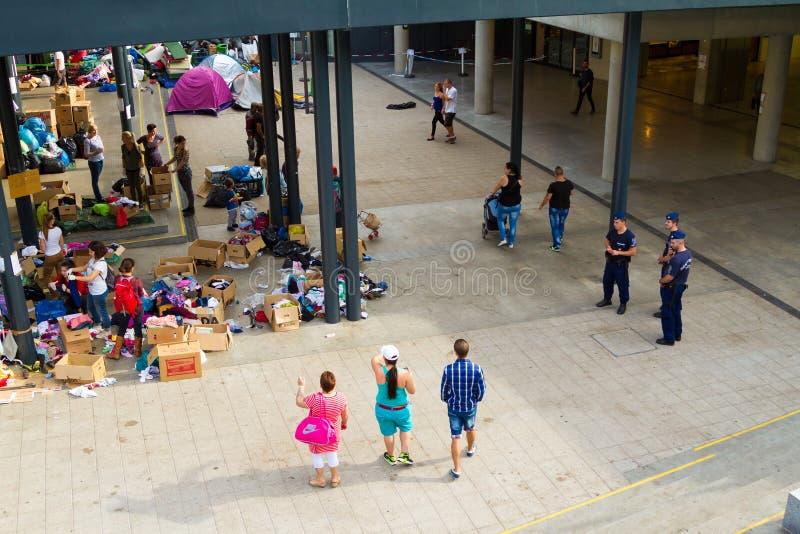 Crisis de los refugiados, en Budapest, Hungría el 15 de septiembre de 2015 fotografía de archivo