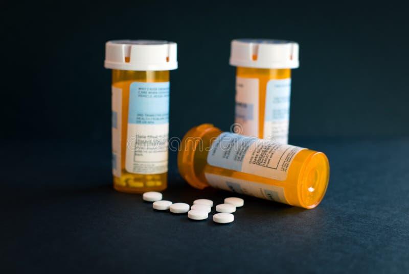 Crisis del opiáceo - botella abierta de calmantes de la prescripción Seguro de enfermedad, sobredosis imágenes de archivo libres de regalías