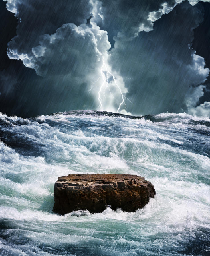 Free Crisis Rock In Raging Ocean Royalty Free Stock Images - 19023189