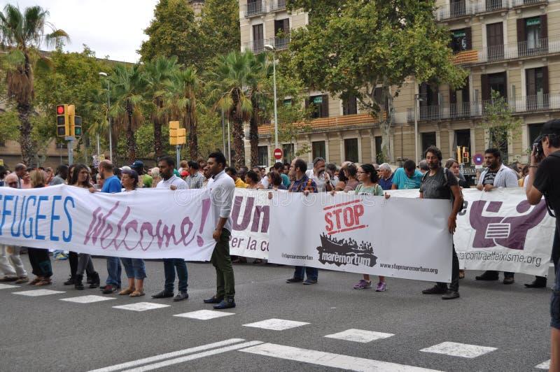 Crisis siria de los refugiados - demostración del Favorable-refugiado en Barcelona, España, el 12 de septiembre de 2015 foto de archivo