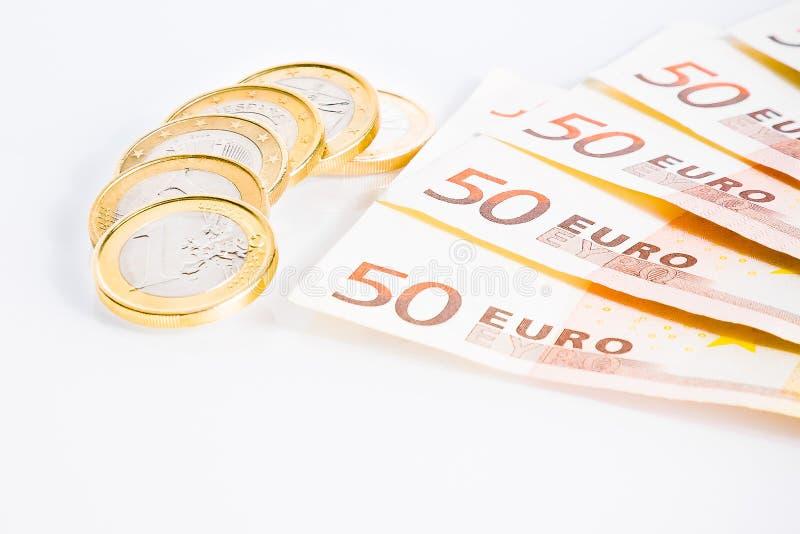 Crisis van eurozone, euro muntstukken op 50 euro bankbiljetten stock afbeeldingen