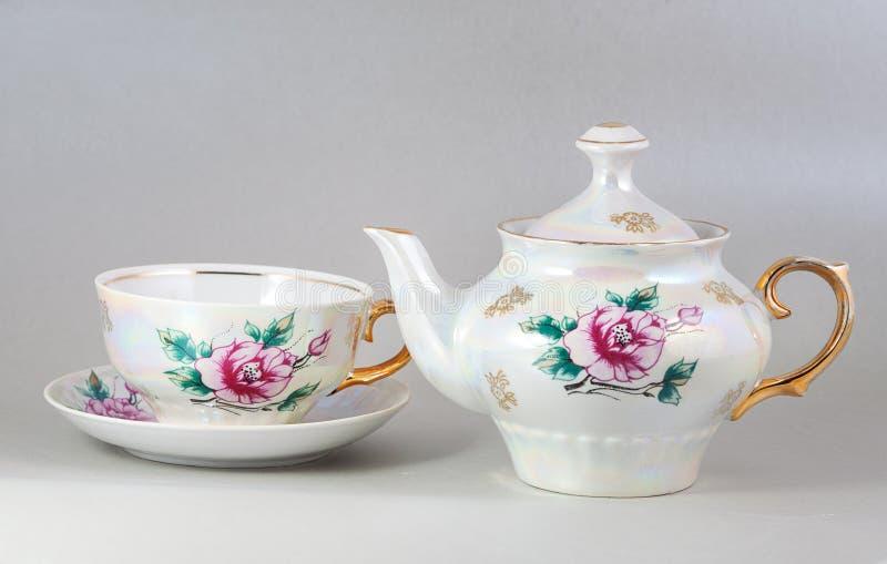 Crisol y taza florales antiguos del té de la porcelana imagen de archivo