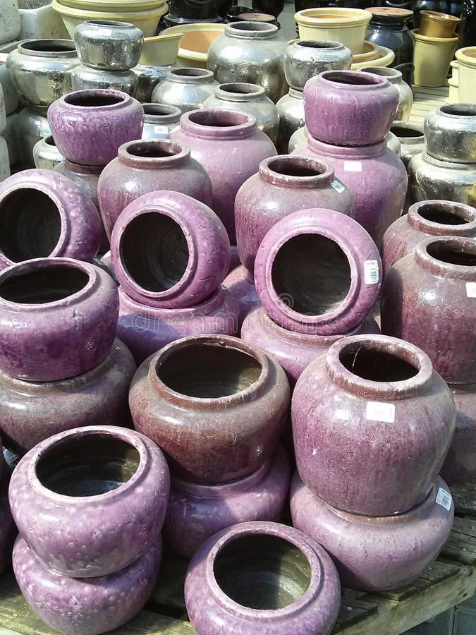 Crisoles de flor de cerámica fotografía de archivo