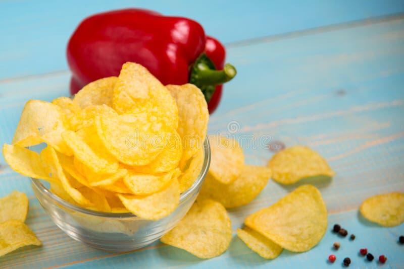 Crispy frytki w szklanym pucharze zdjęcia stock