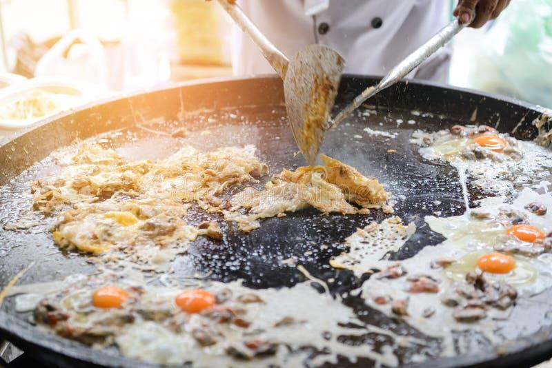 Crispy Ostrygowy Omelette robić od mąki mieszał z mussel, ostrygi lub jajko zdjęcia royalty free