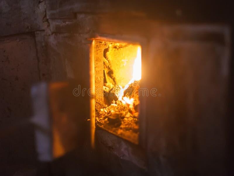 crista da chama em madeira ardente imagem de stock royalty free