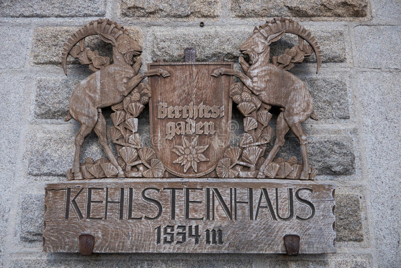 Crista de madeira na retirada do ` s Kehlsteinhaus de Hitler imagens de stock royalty free