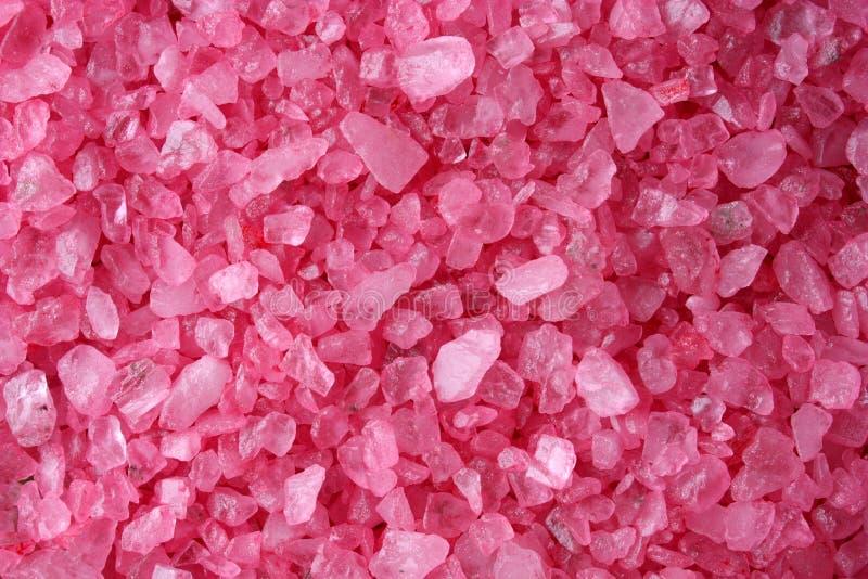 Cristais cor-de-rosa de sal de banho fotos de stock royalty free