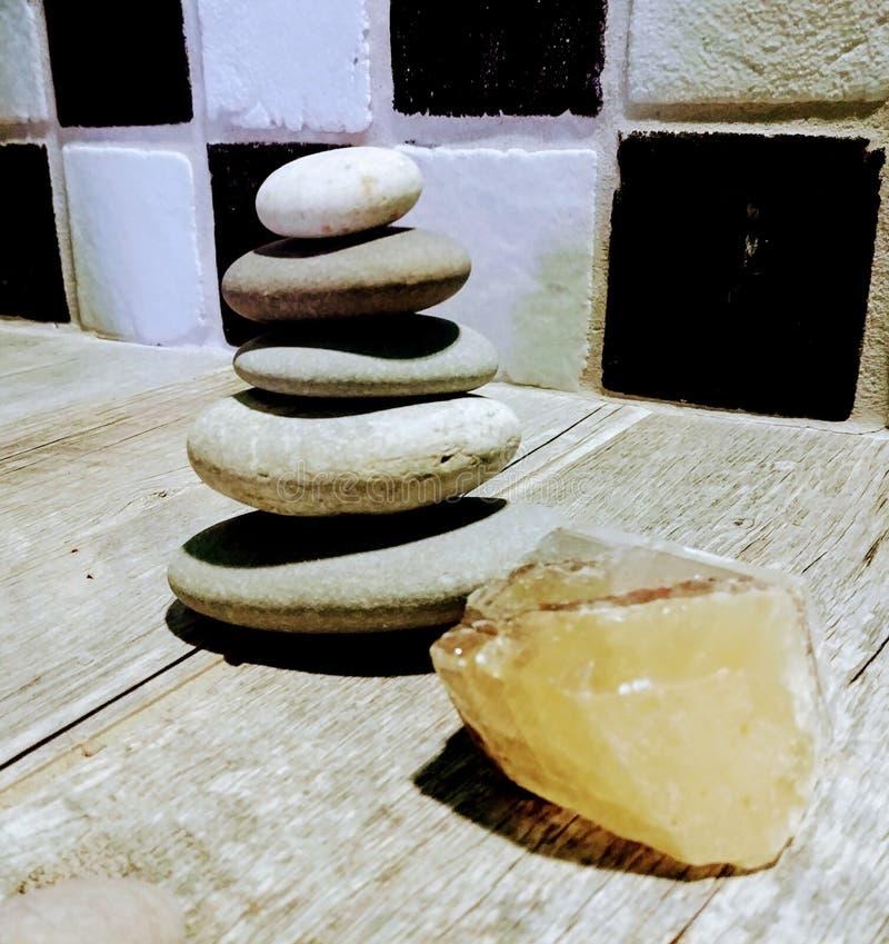 Cristais de Zen Stones e do banho imagem de stock royalty free