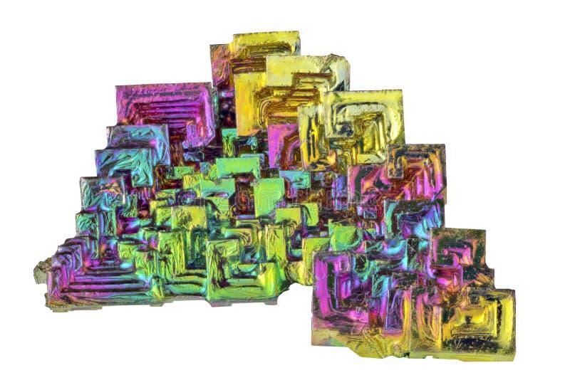 Cristais do bismuto do arco-íris isolados no branco imagens de stock