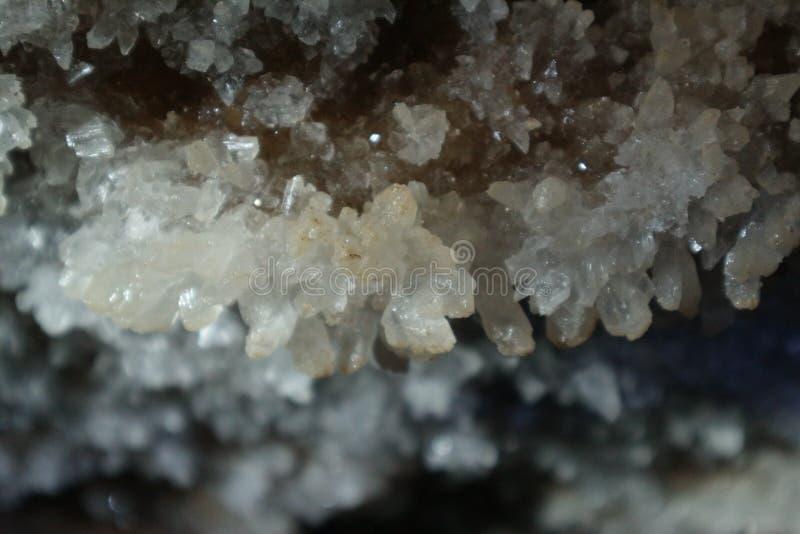 Cristais geological do millenarian antigo na caverna fotos de stock royalty free