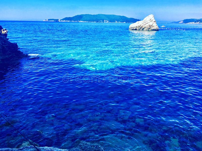 Cristal bonito - água desobstruída imagem de stock