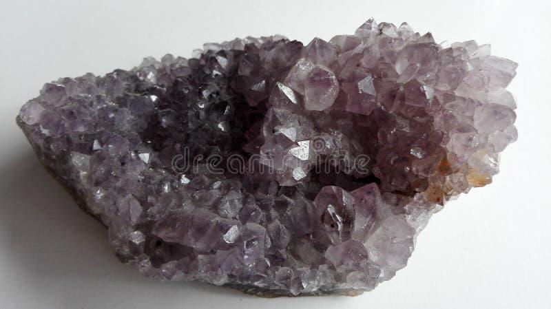 Cristal cru da pedra de gema da ametista fotos de stock royalty free