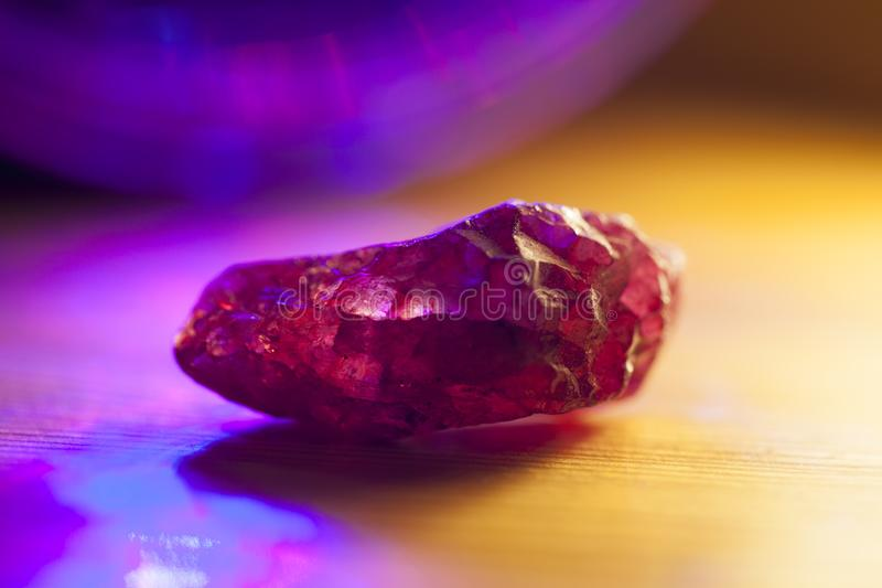 Cristal de cuarzo rosado fotos de archivo libres de regalías