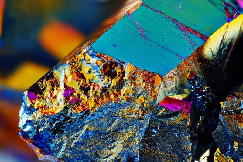 Cristal de cuarzo Titanium muy agudo de la aureola del arco iris fotografía de archivo