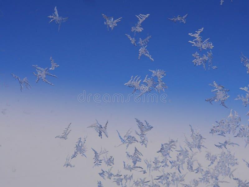 Cristal de glace de Frost sur la fenêtre photo stock