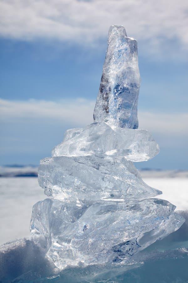 Cristal de la masa de hielo flotante de hielo sobre el lago Baikal del invierno fotografía de archivo
