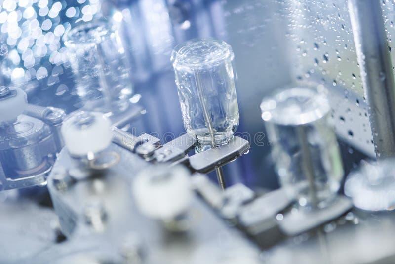 Cristalería de la medicina de la farmacia en lavarse foto de archivo