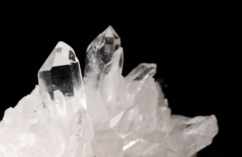 Cristales de cuarzo en negro fotos de archivo libres de regalías