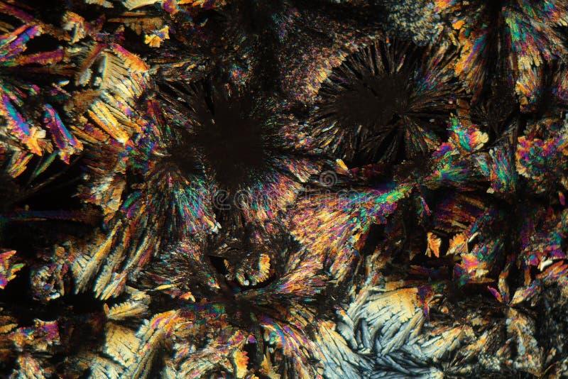 Cristales de Diclofenac debajo del microscopio fotografía de archivo