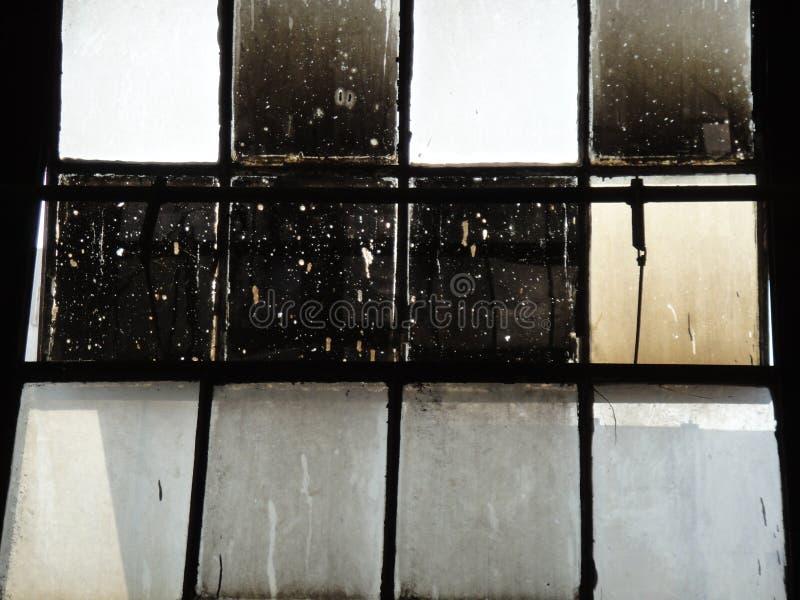 cristales de ventana de los años 30 con el vidrio plomado imagen de archivo