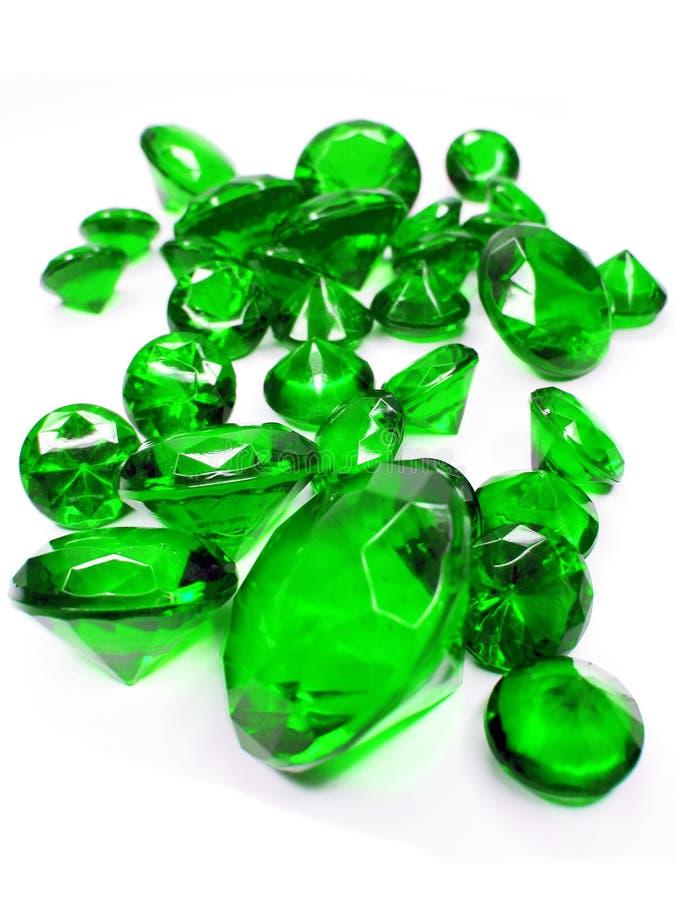 Cristales esmeralda verdes de las piedras de gema imagenes de archivo
