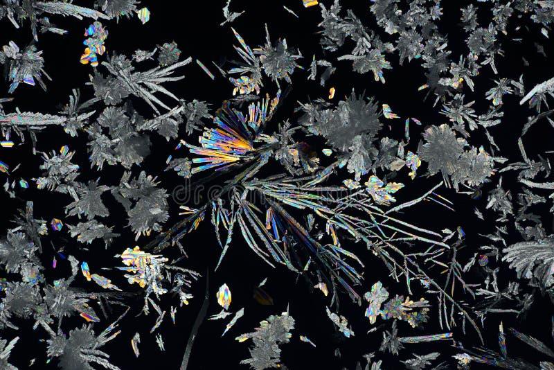 Cristales micro coloridos en luz polarizada Foto a trav?s de un microscopio fotografía de archivo libre de regalías