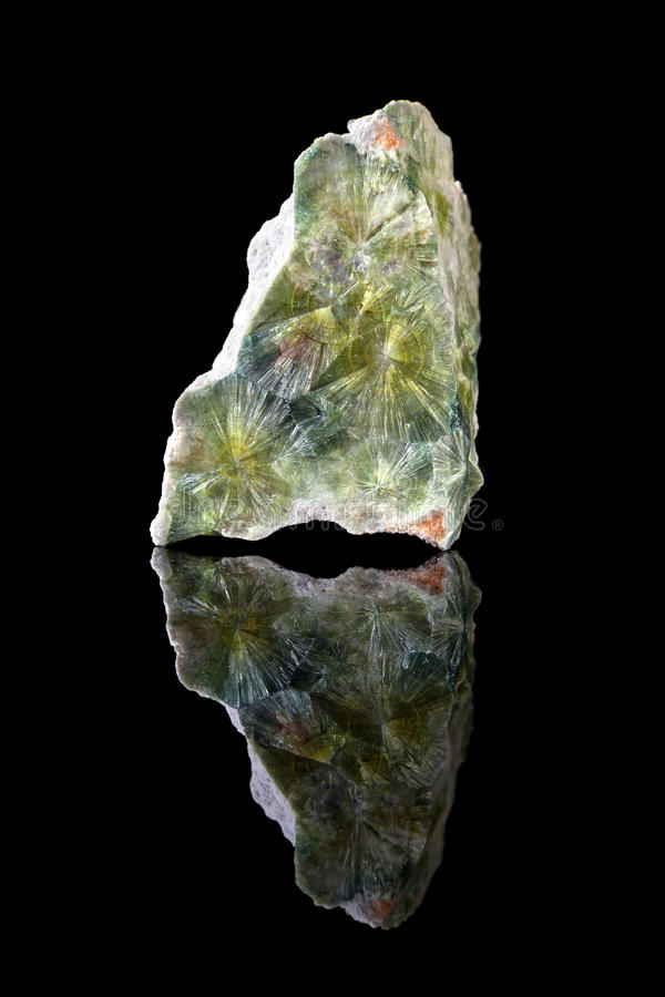 Cristales verdes del mineral del wavellite foto de archivo