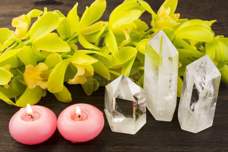 Cristales y velas imagenes de archivo