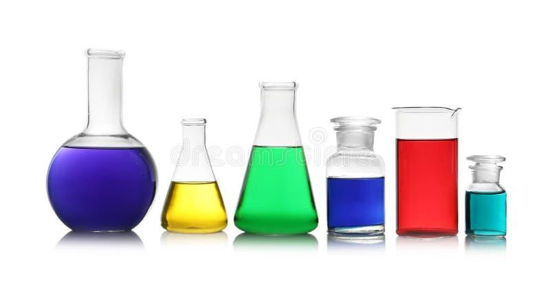 Cristalleria differente con i campioni Chimica della soluzione fotografia stock