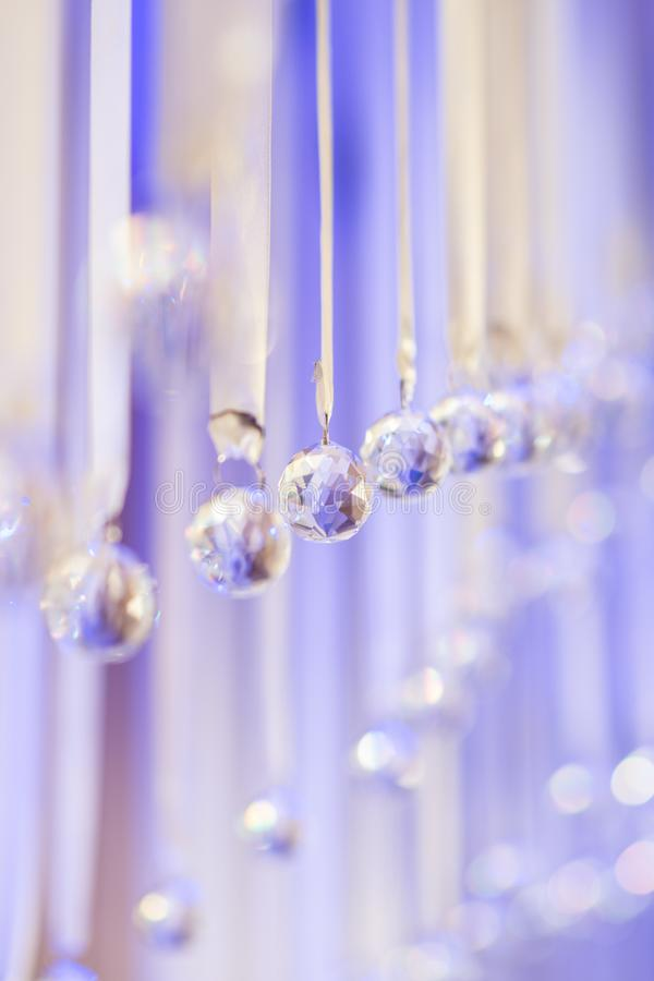 Cristalli di vetro scintillanti della decorazione di nozze Decorazione di cerimonia nuziale fotografia stock libera da diritti