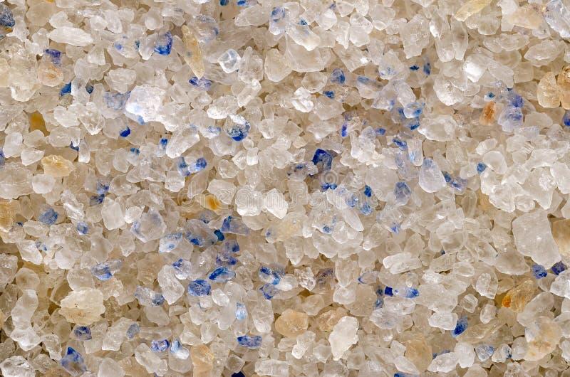 Cristaux bleus persans de sel plan rapproché, surface et fond image stock