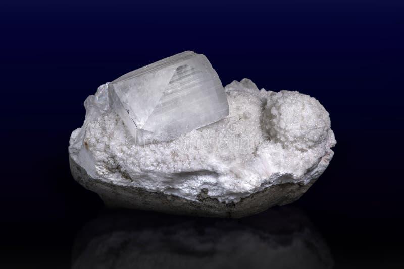 Cristaux géologiques de l'pophyllite Minéral,macro Fermer photo stock
