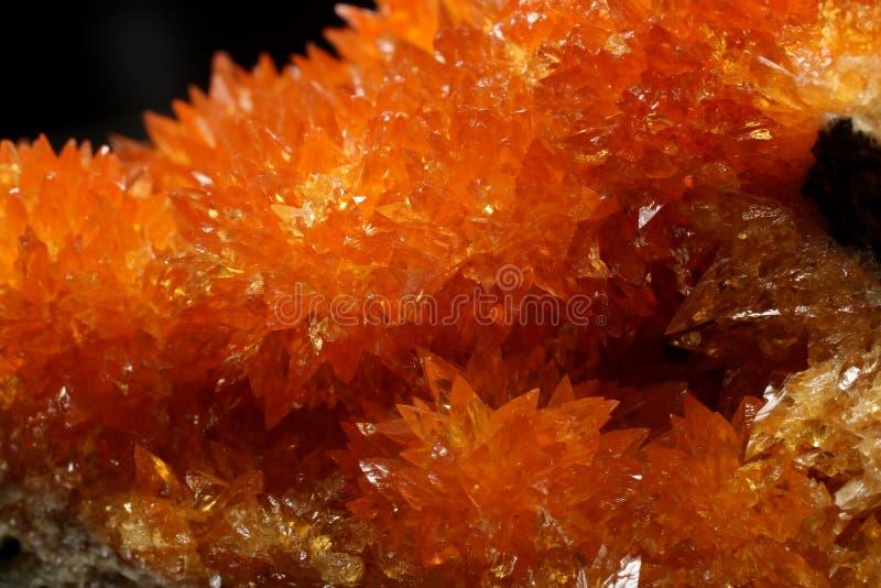 Cristaux oranges de calcite sur la matrice de Pologne images stock