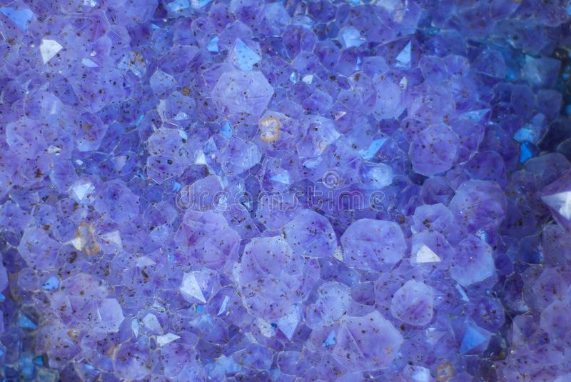 Cristaux pourprés de Geode photographie stock