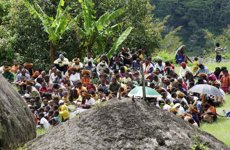 Cristiano che predica nel villaggio di Papuan fotografia stock
