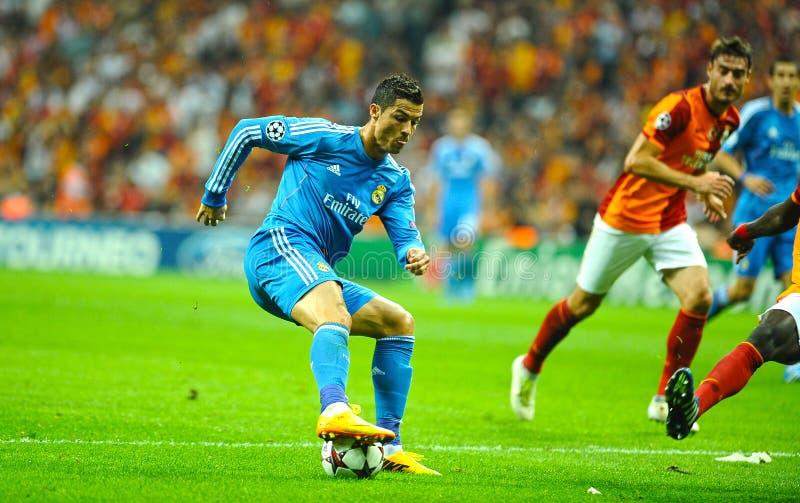 Cristiano Ronaldo que para a bola fotos de stock