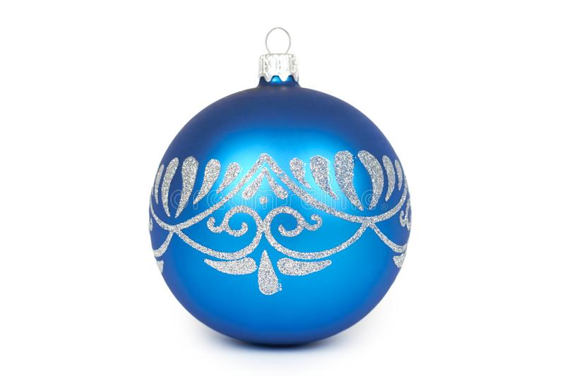 Cristmas-Dekoration, blauer Glasball lokalisiert auf weißem Hintergrund Gegenstand des neuen Jahres lizenzfreie stockbilder