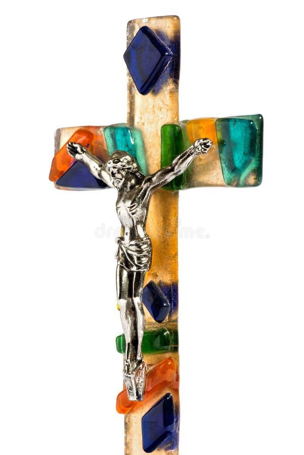 Cristo crucificado en una cruz de cristal colorida foto de archivo libre de regalías