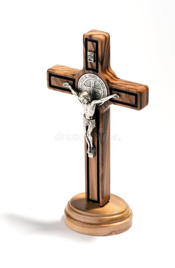 Cristo crucificado en una cruz de madera natural imagen de archivo libre de regalías