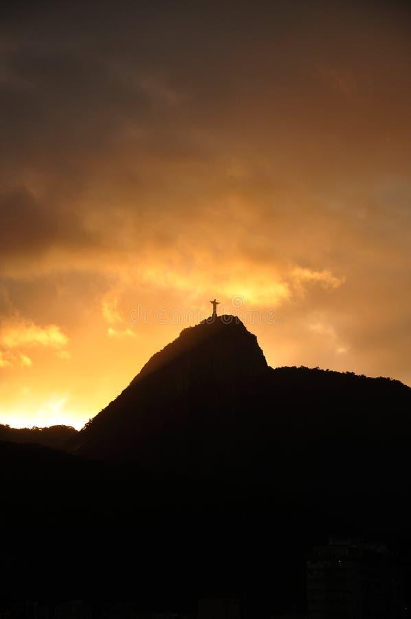 Cristo em luzes do por do sol fotografia de stock royalty free