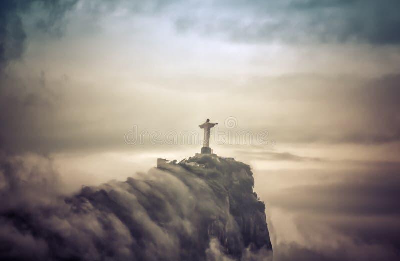 Cristo il redentore in nuvole, Rio de Janeiro fotografie stock libere da diritti