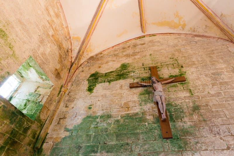 Cristo na parede danificada fotografia de stock