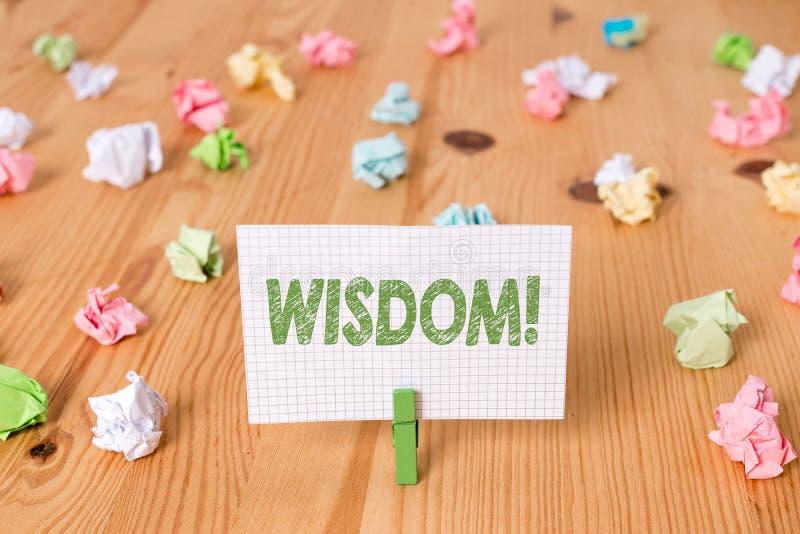 ?criture conceptuelle de main montrant la sagesse Qualité de présentation de photo d'affaires ayant la connaissance d'expérience  image stock