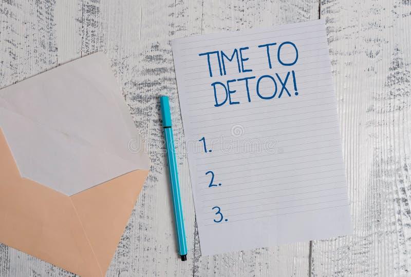 ?criture conceptuelle de main montrant le temps au Detox Photo d'affaires pr?sentant quand vous ?purez votre corps des toxines ou photos stock