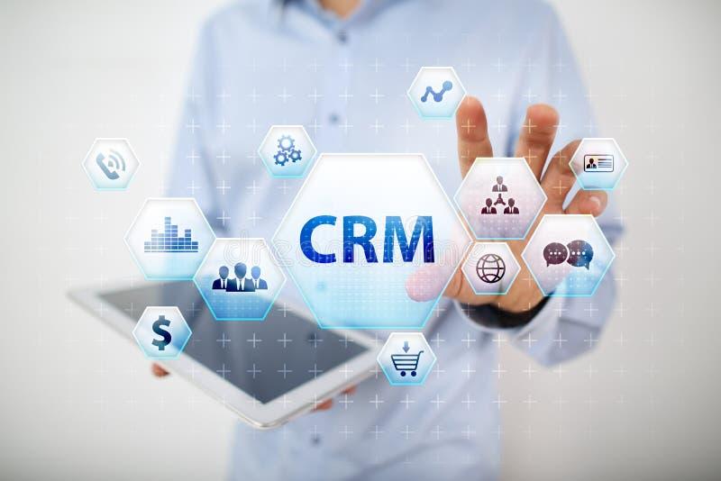 CRM Concetto del customer relationship management sullo schermo virtuale fotografia stock libera da diritti