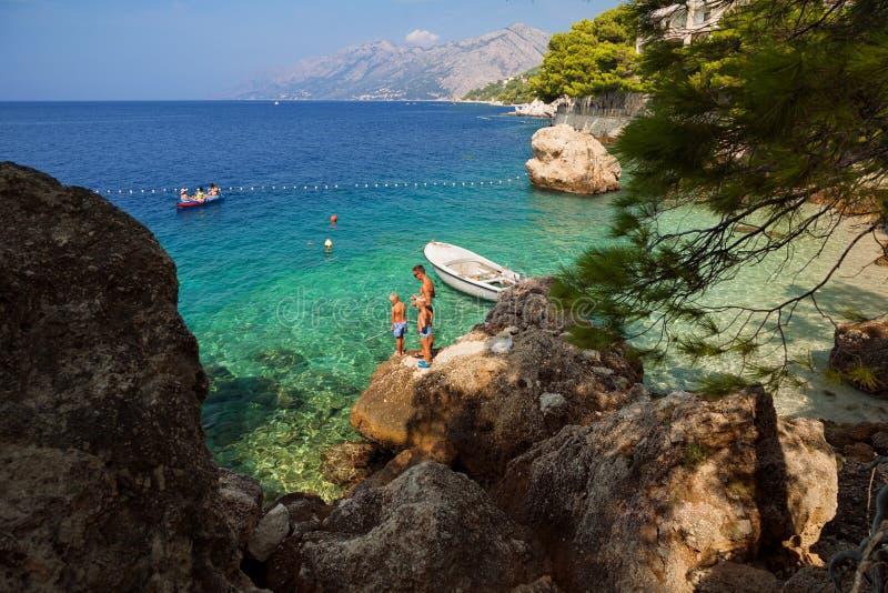 Croácia - Brela, Makarska Riviera, Dalmácia, mar de adriático fotos de stock