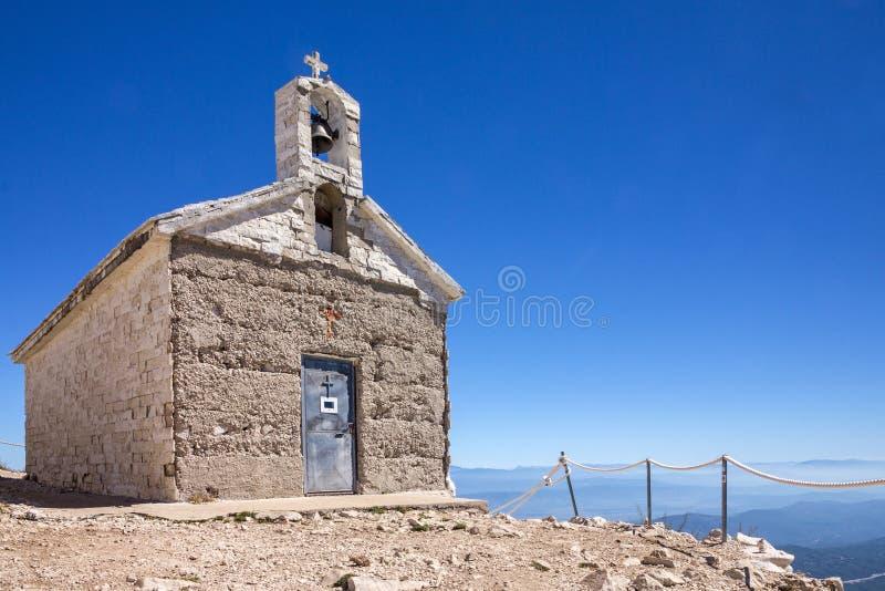 Croácia Igreja Católica, Mountain View, parque natural de Biokovo, a Dinamarca imagem de stock