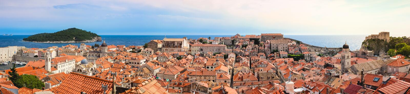 Croácia velha de Dubrovnik da cidade do fortifieod do panorama, imagens de stock royalty free
